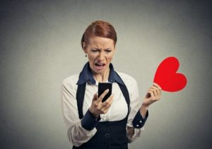 Spot Fake Online Profiles 1 300x210 - What Percentage of Online Dating Profiles are Fake?
